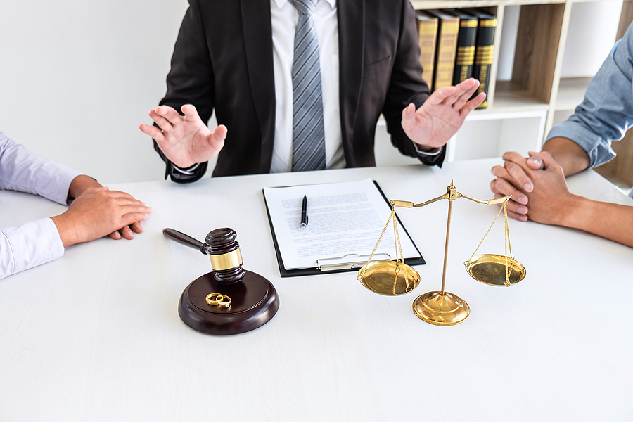 Divorce lawyer in Sydney helping a couple on their separation