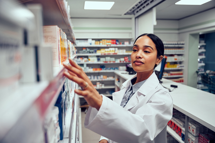 Specialist working in a compounding pharmacy in Melbourne CBD